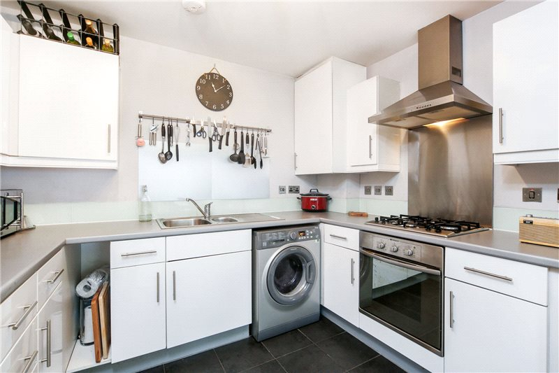 Flat/apartment to let - Holst House, Du Cane Road, London, W12