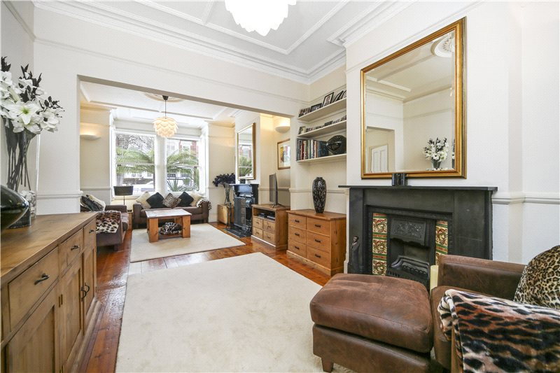 House for sale in Shepherds Bush & Acton - Maldon Road, London, W3