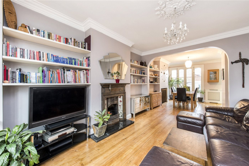 House for sale in Herne Hill - Effra Road, London, SW2