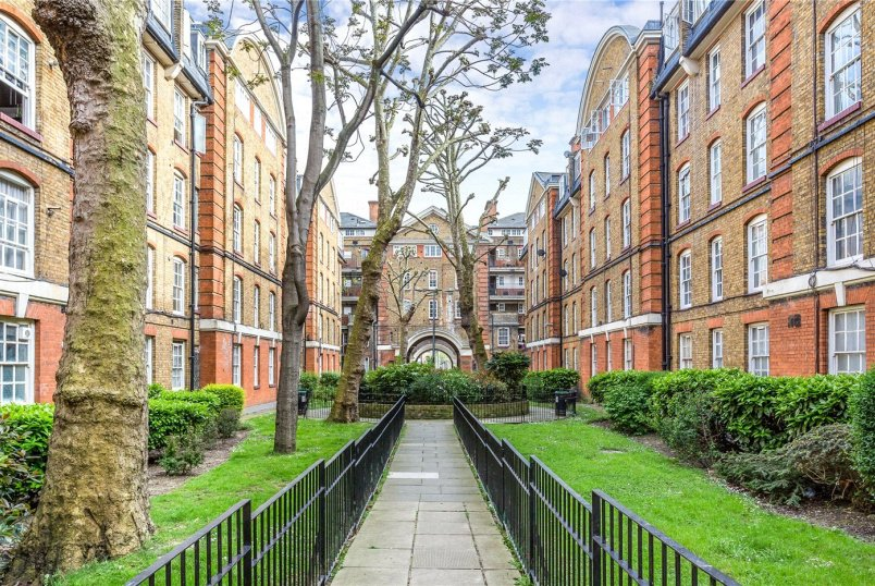 Flat/apartment for sale in Clerkenwell & City - Portpool Lane, Bourne Estate, EC1N