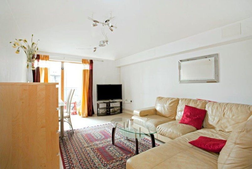 Flat/apartment to rent in Clerkenwell & City - St Paul's Building, Dallington St, Clerkenwell, EC1V