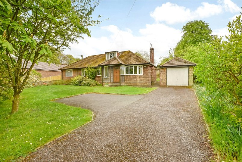 Bungalow for sale in Winchester - Downs Road, South Wonston, Winchester, SO21