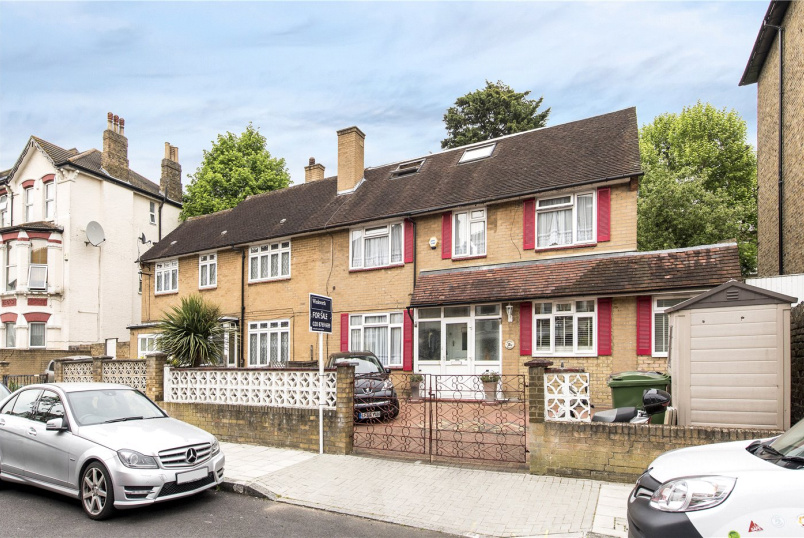 House for sale in Streatham - Montrell Road, London, SW2