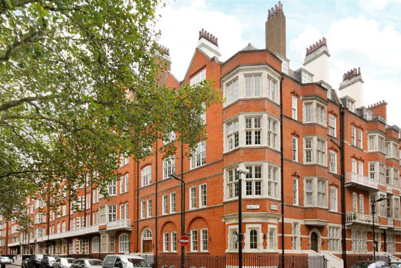 Flat/apartment to rent in West End - Bedford Court Mansions, Bedford Avenue, WC1B
