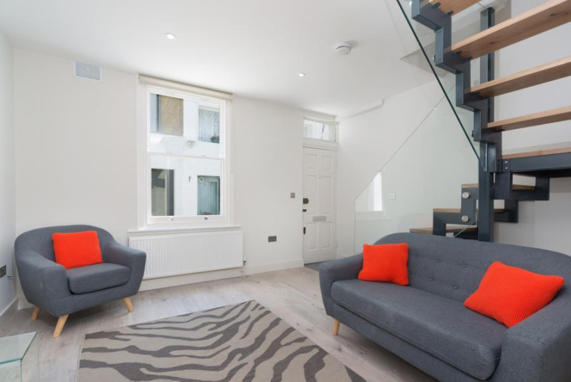 House - terraced to rent in St Johns Wood - RYDERS TERRACE, NW8 0EE