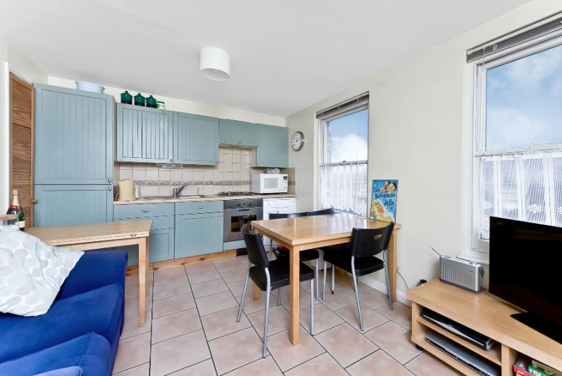 Apartment to rent in Clapham - SILVERTHORNE ROAD, SW8