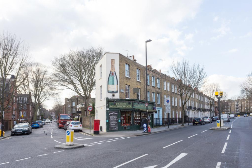 Maisonette to rent in Islington - Canonbury Road, Highbury Corner, N1