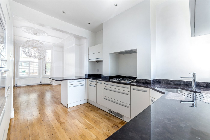House to rent in Ealing & Acton - Hillcrest Road, Ealing Common, W3