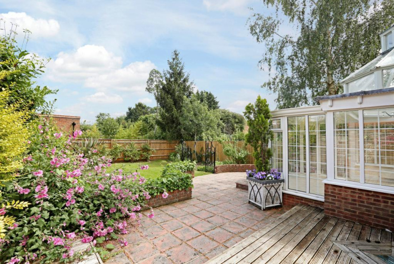 House to rent in Beaconsfield - Holtspur Top Lane, Beaconsfield, Bucks, HP9