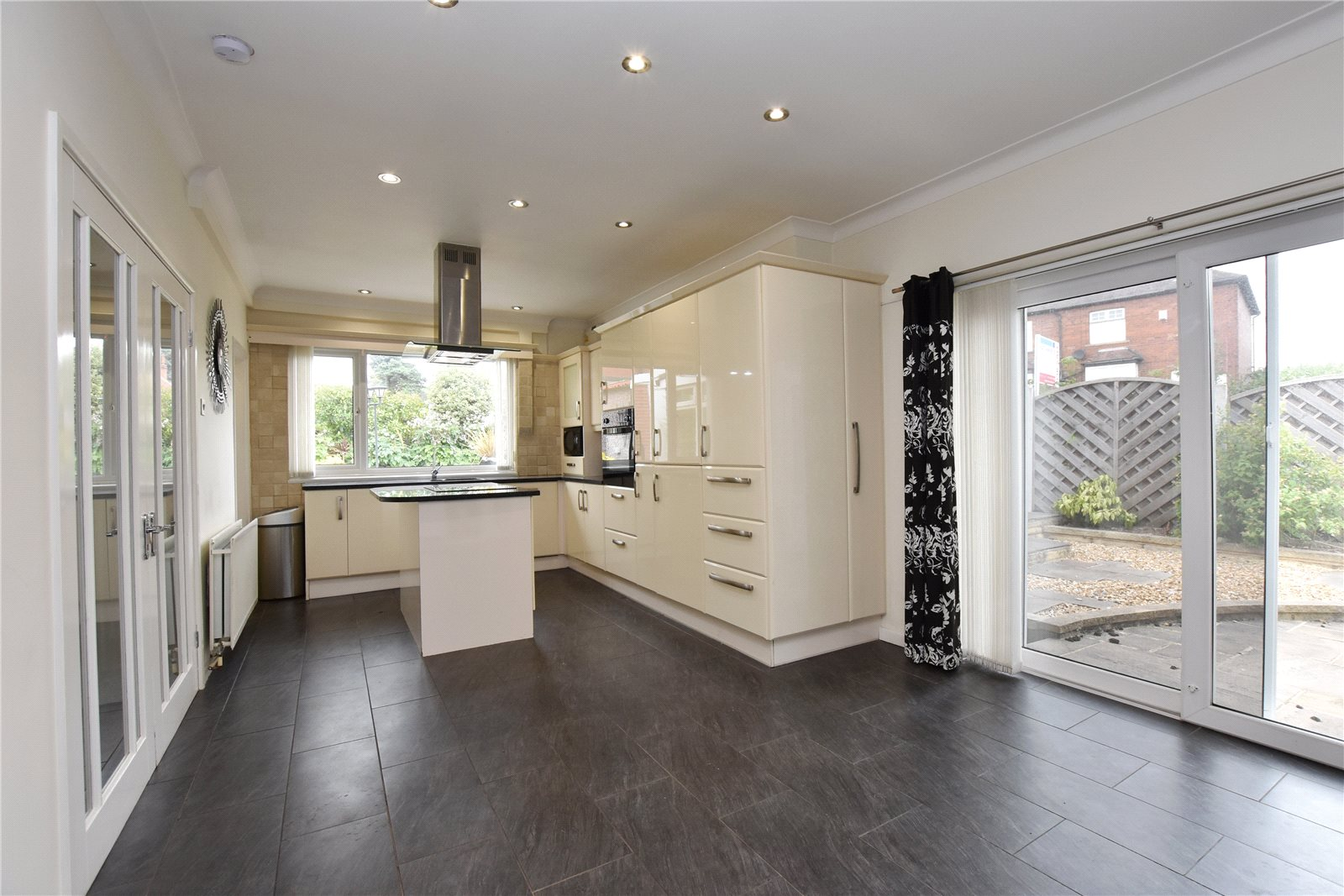 property to let in morley, spacious and modern kitchen