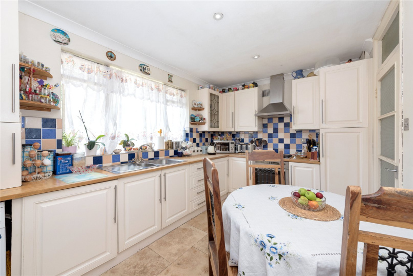 Maisonette for sale in North Kensington - Threshers Place, London, W11