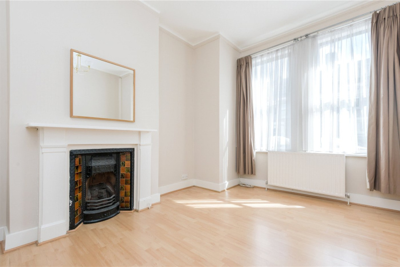 Flat/apartment to rent in Kensal Rise & Queen's Park - Charlton Road, London, NW10