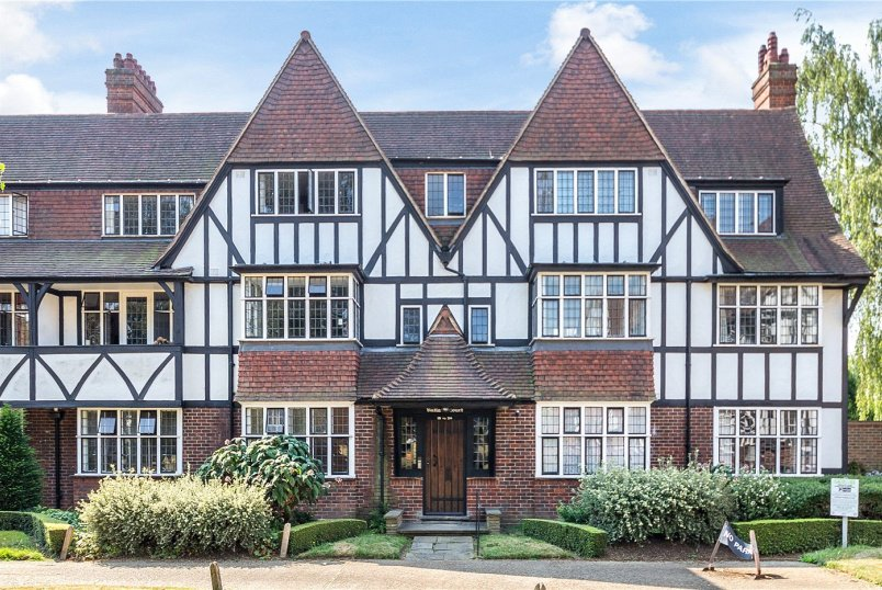 Flat/apartment for sale in Ealing & Acton - Rutland Court, Queens Drive, London, W3