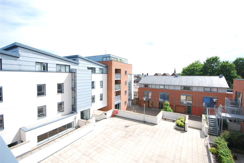 Flat/apartment to rent in Winchester - Belgarum Place, Staple Gardens, Winchester, SO23