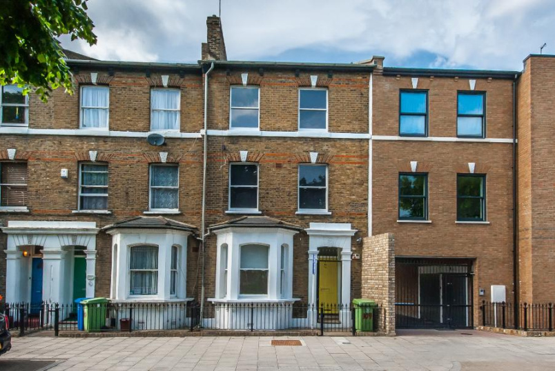 House - terraced to rent in Kennington - CHATHAM STREET, SE17