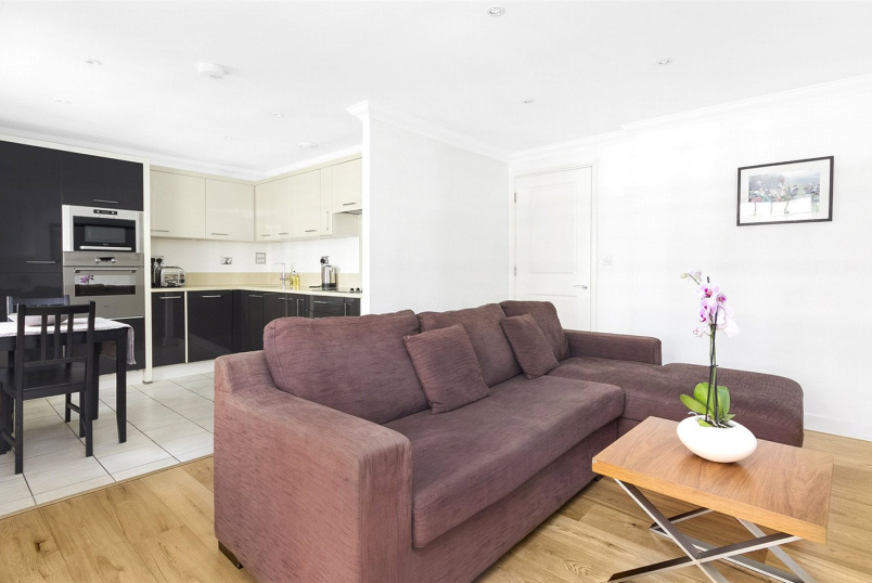 Flat/apartment to rent in West End - Bloomsbury Terrace, Huntley Street, Bloomsbury, WC1E