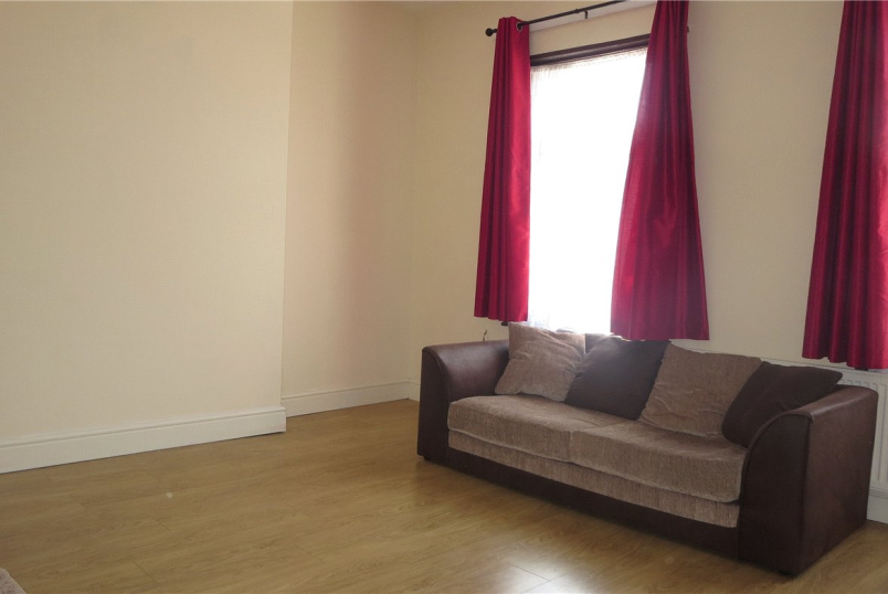 Flat/apartment to rent in Kingsbury - Chaplin Road, Willesden, London, NW2