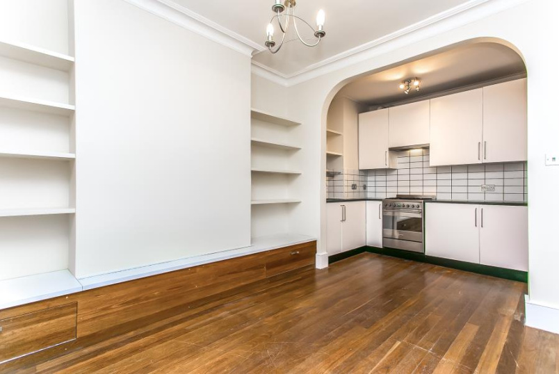 Flat to rent in Battersea - SOUTHOLM STREET, SW11
