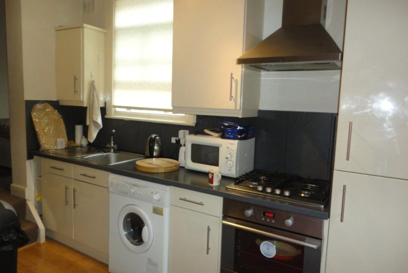Flat/apartment to rent in Finchley - Ballards Lane, Finchley, N12