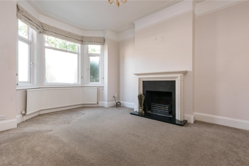 Maisonette to rent in Kensal Rise & Queen's Park - Odessa Road, London, NW10