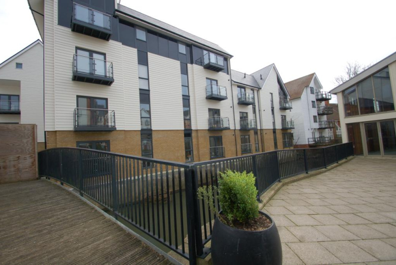 Flat/apartment to rent in Canterbury - Waterside Apartments, Stour Street, Canterbury, CT1