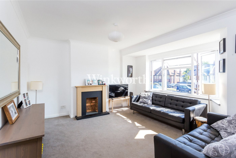 House for sale in Palmers Green - Morton Way, London, N14
