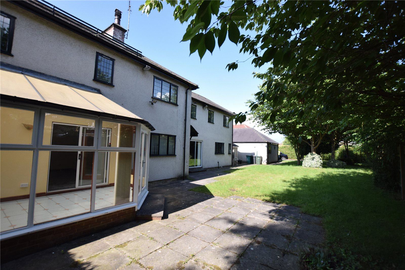 property to let in leeds, Exterior large family home