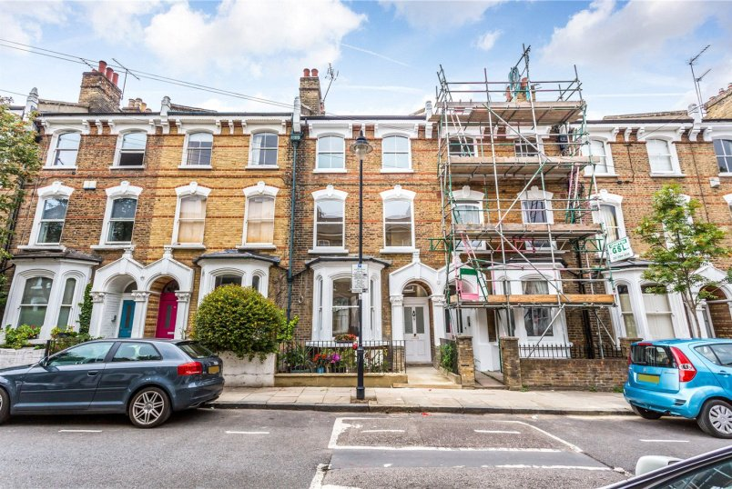 Flat/apartment for sale in Highbury - Crossley Street, London, N7
