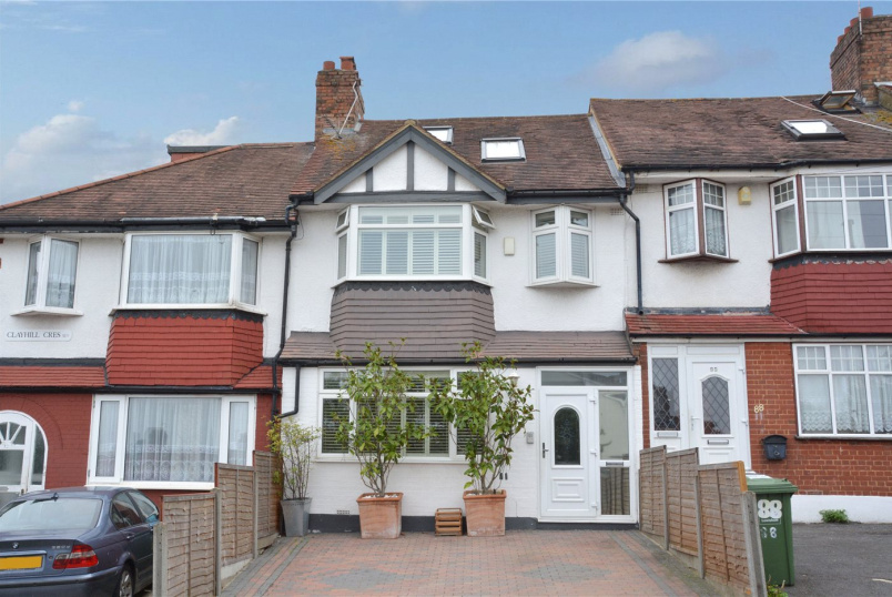 House for sale in Chislehurst - Clayhill Crescent, London, SE9