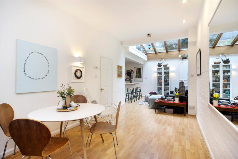 House for sale in Notting Hill - Pembridge Mews, London, W11