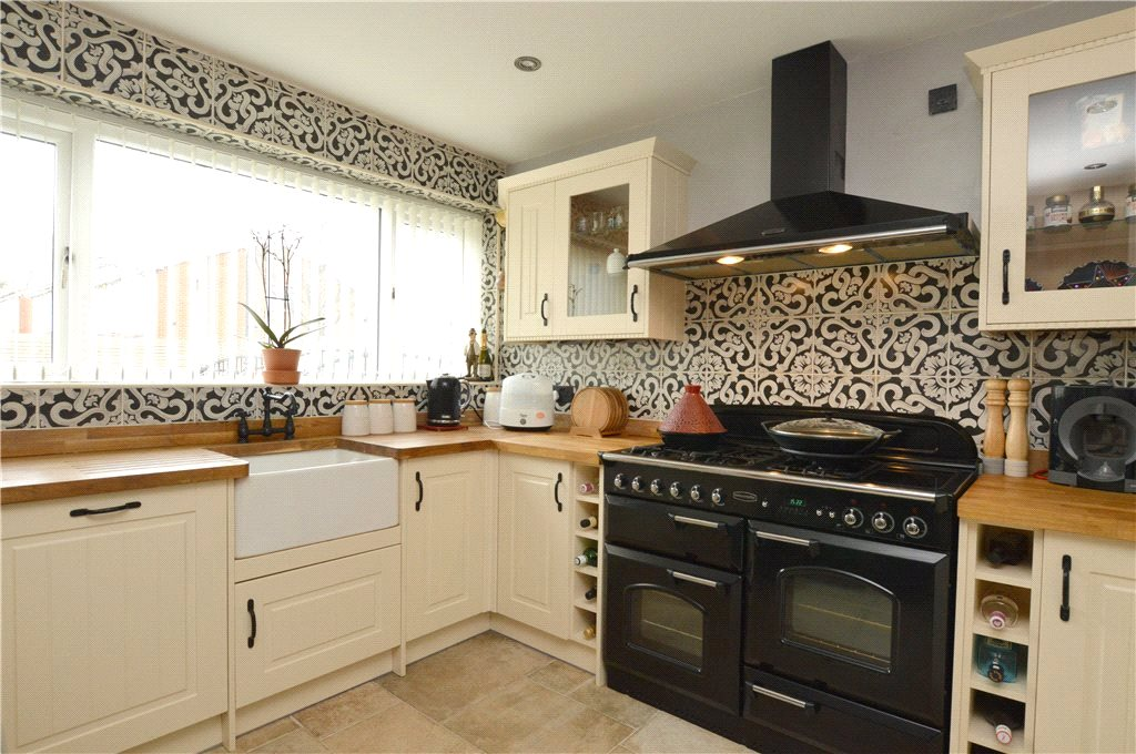 property to let in Leeds, interior kitchen, patterned tiles