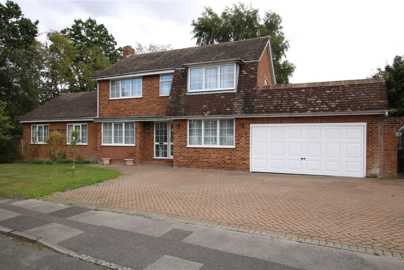 House for sale in Reading - Sycamore Close, Woodley, Reading, RG5