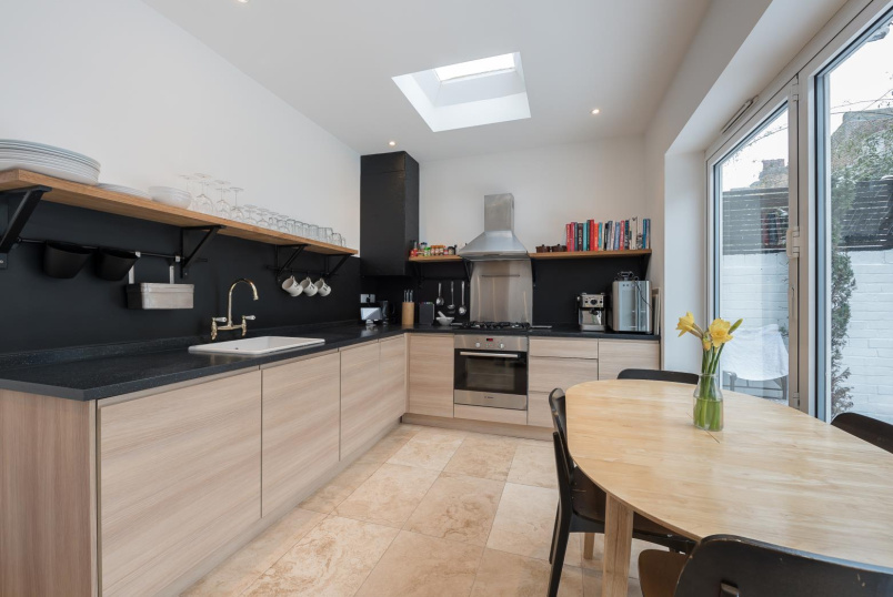 Apartment for sale in Battersea - ELSPETH ROAD, SW11