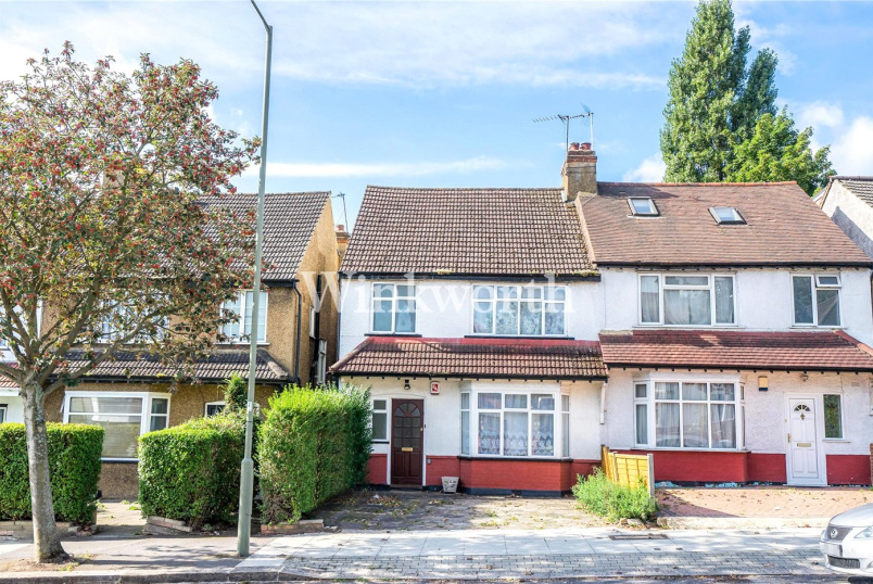House for sale in Hendon - Renters Avenue, London, NW4