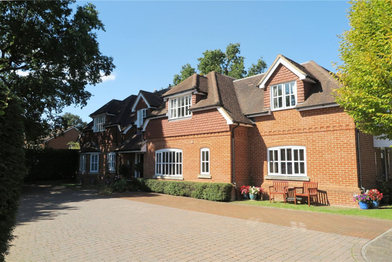Flat/apartment for sale in Farnham - Clarence Court, School Lane, Lower Bourne, GU10