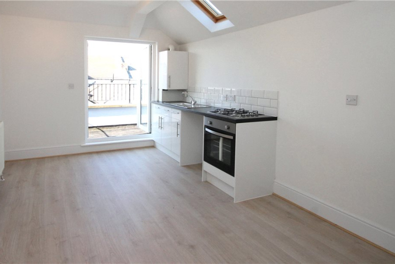 Flat/apartment to rent in Worthing - New Parade, Worthing, West Sussex, BN11