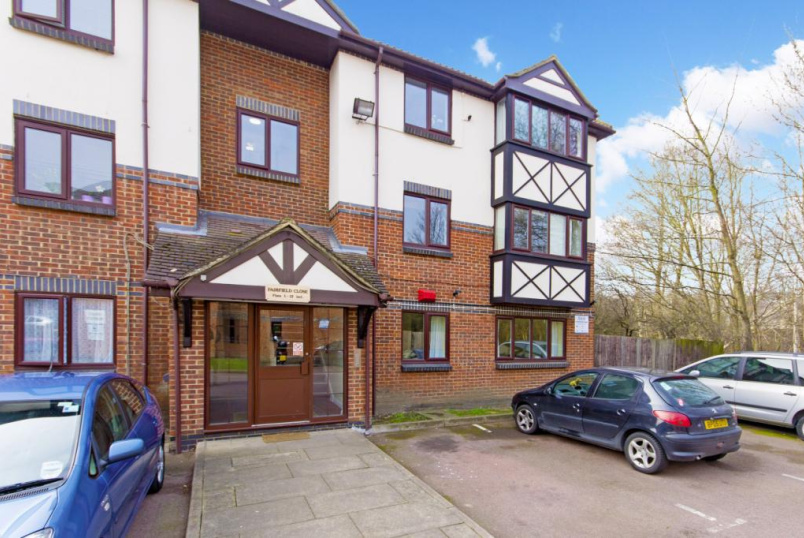 Flat/apartment to rent in Tooting - Fairfield Close, Mitcham, CR4