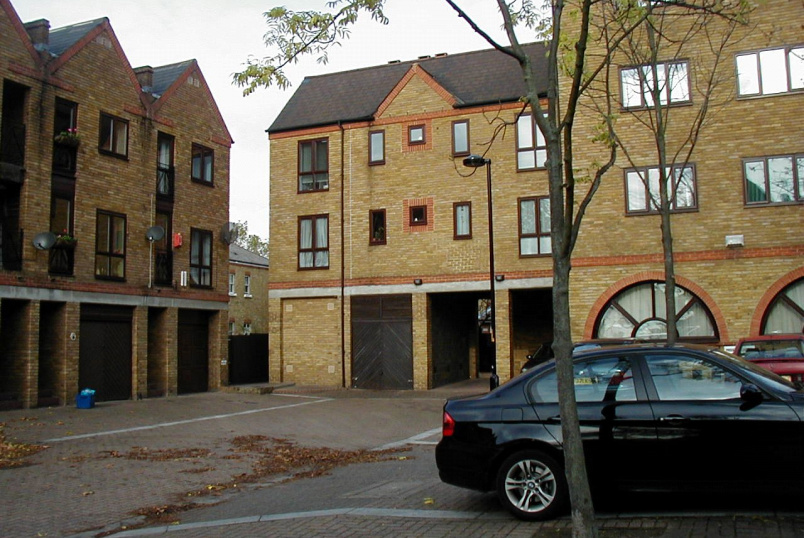 Flat/apartment to rent in Surrey Quays - Brunswick Quay, London, SE16