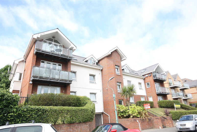 Flat/apartment to rent in Westbourne - Elmhurst Heights, 15 Studland Road, Bournemouth, BH4