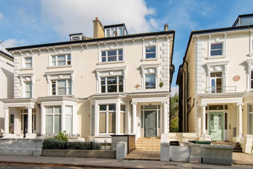 Flat for sale in St Johns Wood - BELSIZE SQUARE, LONDON NW3 4HN