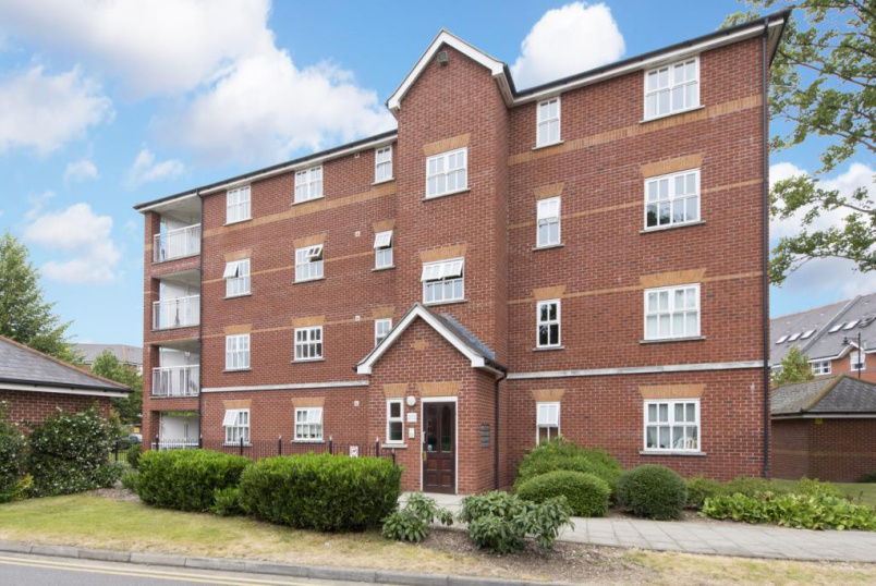 Flat/apartment for sale in Tooting - Macmillan Way, London, SW17