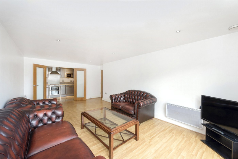 Flat/apartment to rent in Brentford & Isleworth - Tanyard House, High Street, Brentford, TW8