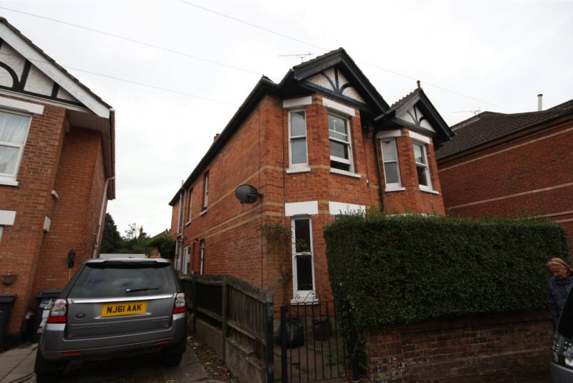 House to rent in Southbourne - Leaphill Road, Bournemouth, Dorset, BH7