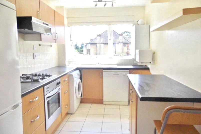 Flat/apartment to rent in Finchley - Sherbrook House, 174 Ballards Lane, Finchley, N3