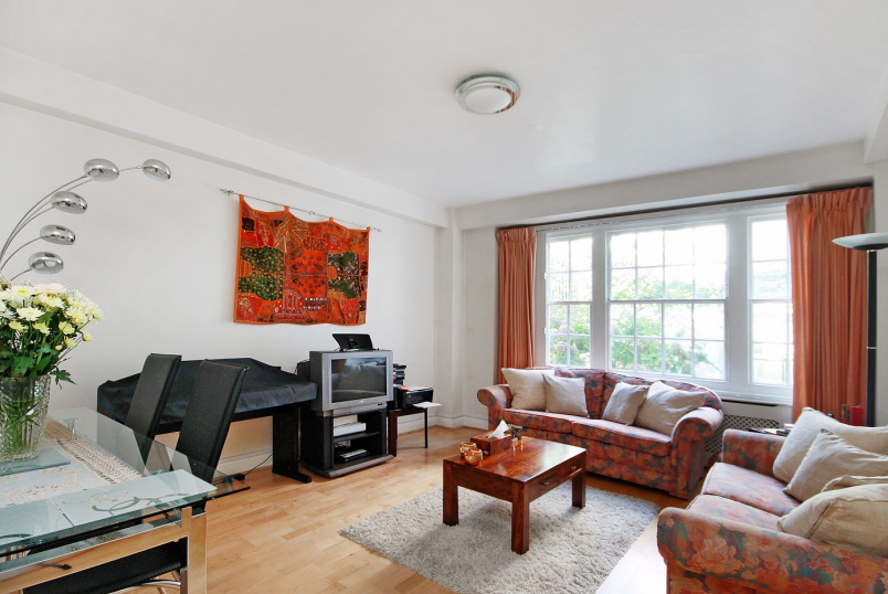 Apartment for sale in St Johns Wood - APSLEY HOUSE, FINCHLEY ROAD NW8 0NU