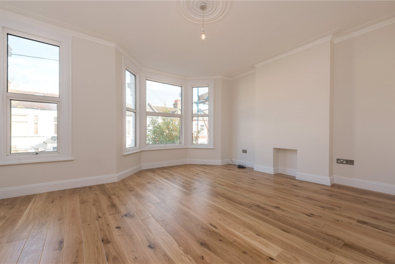 Flat/apartment to rent in Kensal Rise & Queen's Park - Leighton Gardens, London, NW10