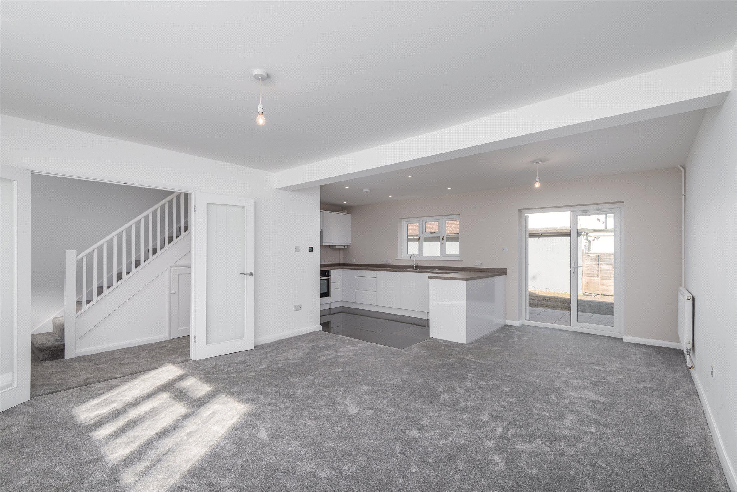 3 Bedroom Property For Sale In Brighton Road Salfords Redhill Rh1 399950