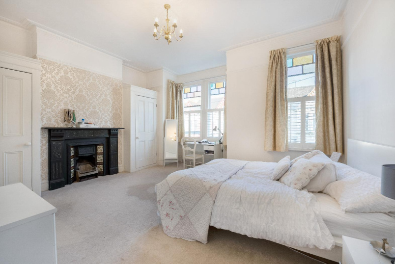 House - terraced for sale in Battersea - LONGBEACH ROAD, SW11