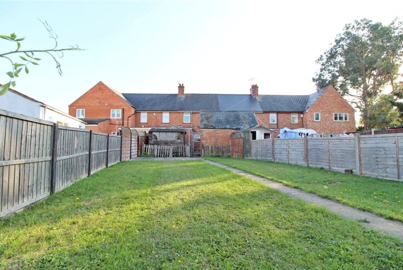 House for sale in Market Deeping - Broadgate Lane, Deeping St. James, Peterborough, PE6