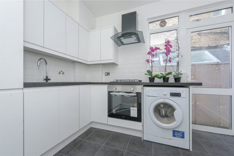 Flat/apartment to rent in Kensal Rise & Queen's Park - Bathurst Gardens, London, NW10